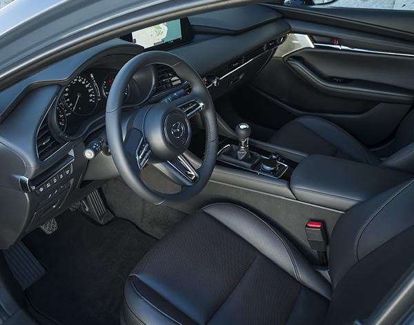 Mazda-3-Interieur-Fahrersitz