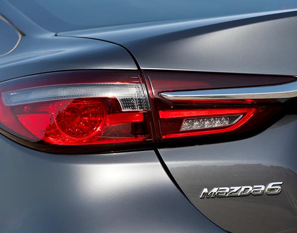 Mazda-6-Limousine-Exterieur-Rueckleuchte