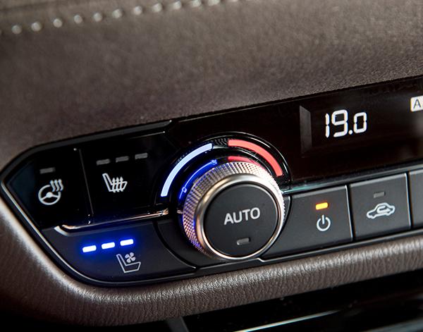 Mazda-6-Limousine-Interieur-Klima
