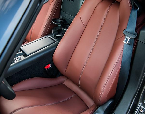 Mazda-MX5-RF-Interieur-Sitze