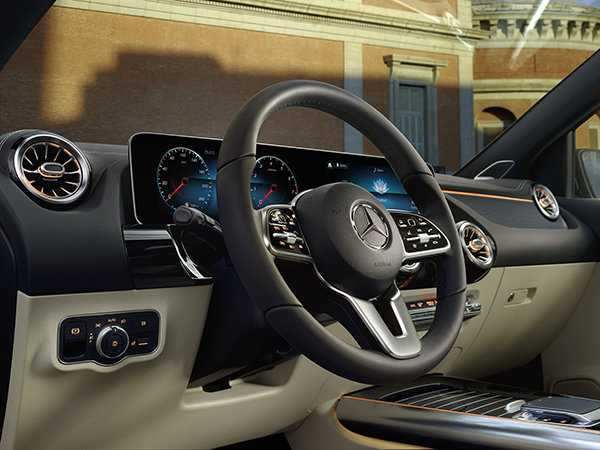 B-Klasse-Interieur-Lenkrad-Cockpit-Touchpad-Display-MBUX-Mercedes-Benz