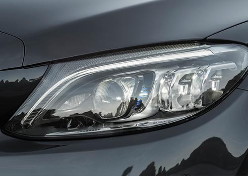 Mercedes-Benz-C-Klasse-Exterieur-Scheinwerfer-Multibeam