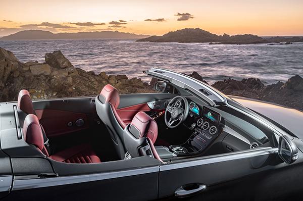 C-Klasse-Cabriolet-Interieur-Mercedes-Benz-Touchpad-Cockpit-Mittelkonsole