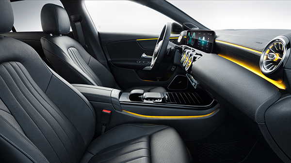 CLA-Shooting-Brake-Interieur-Vordersitze-Touchpad-Mercedes-Benz-Ambiente-Ambientebeleuchtung