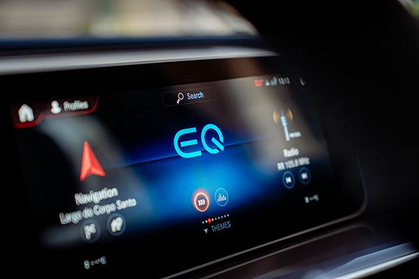 EQC-Interieur-Multimedia-Display-MBUX-Mercedes-Benz