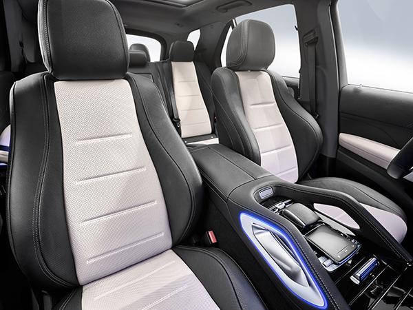 GLE-SUV-Interieur-Vordersitze-Mittelkonsole-MErcedes-Benz-Touchpad