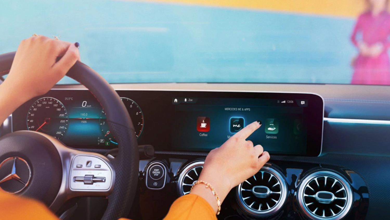 A-klasse-Kompaktlimousine-MBUX-Mood-Interieur-Bildschirm-Touchscreen