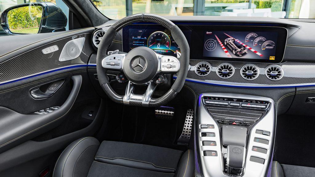 AMG-GT-Coupe-Interieur-Lenkrad-MBUX-Spurhaltesystem