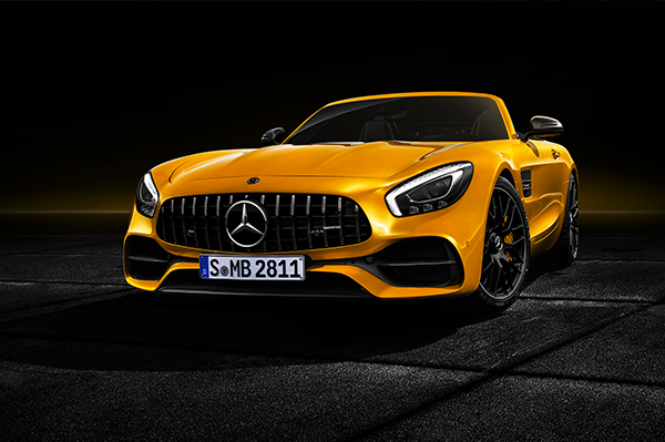 AMG-GT-Roadster-Exterieur-Frontansicht-LED-Scheinwerfer-Mercedes-Benz-Kühlergrill-Stern
