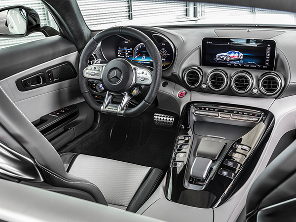 AMG-GT-Cockpit-DRIVE-UNIT-Mercedes-Benz-Mittelkonsole-Lenkrad-Multimedia-Bedienelemente-Display-digital