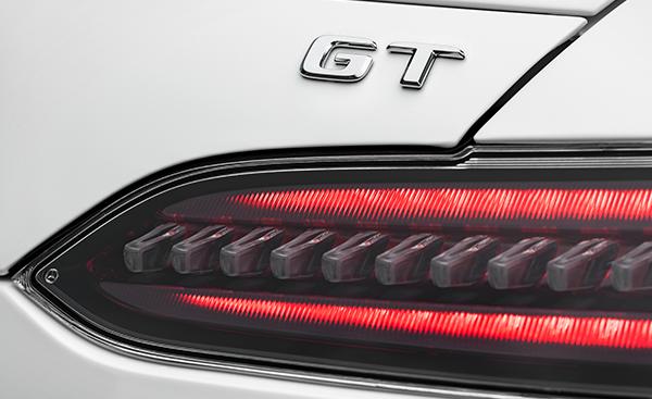 AMG-GT-Detail-Rueckleuchten-Mercedes-Benz-Emblem