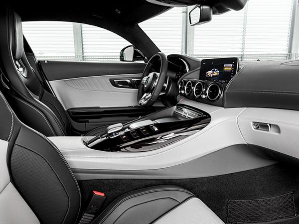 AMG-GT-Vordersitze-Bedienelemente-Multimedia-Zierleiste-Lenkrad-Mittelkonsole-Mercedes-Benz