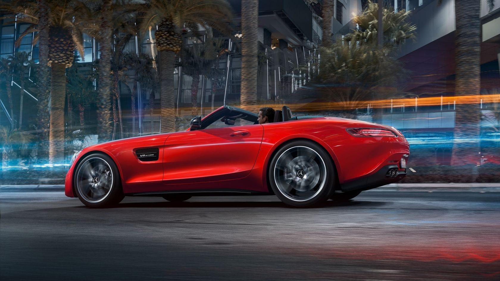 AMG-GT-Roadster-Seitenansicht-dynamisch-rot-offen