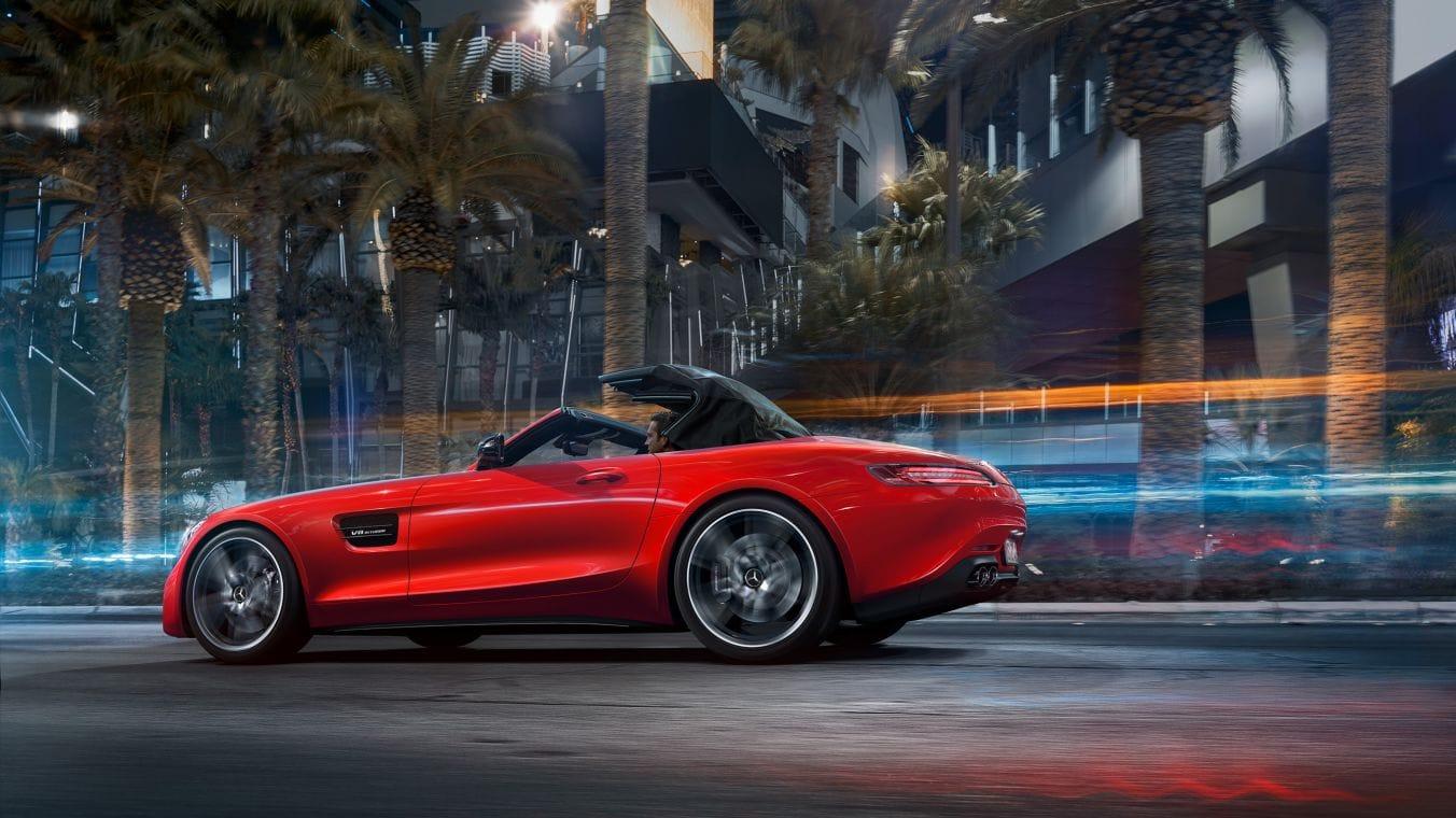 AMG-GT-Roadster-Seitenansicht-dynamisch-rot-halbgeschlossen-Stoffverdeck