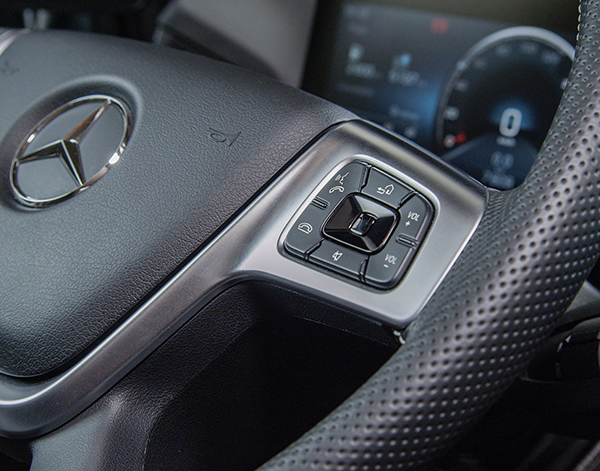 Actros-Interieur-Lenkrad-Multifunktionslenkrad-Mercedes-Benz-Bedienelemente