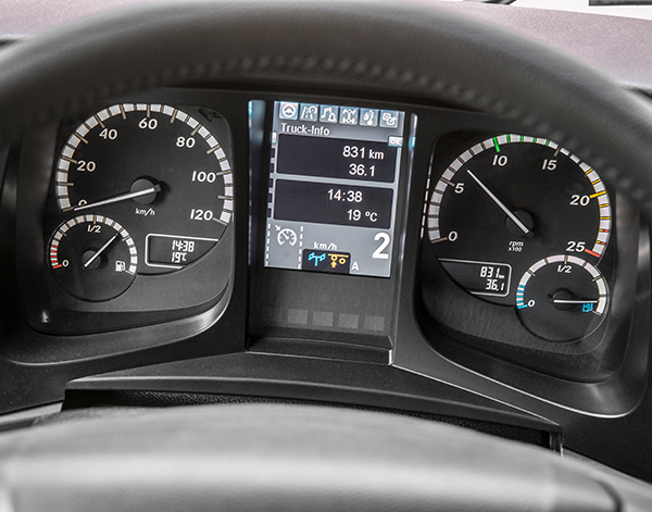 Arocs-Interieur-Tachoanzeige-Kombiinstrument-Mercedes-Benz-Display