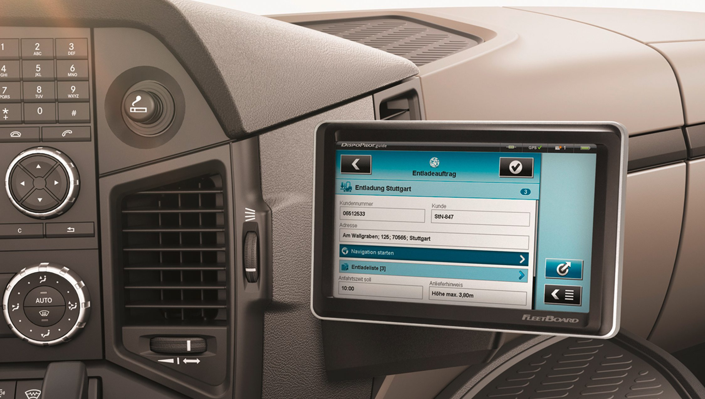 Mercedes-Benz-Atego-LKW-Verteilerverkehr-Interieur-Display-digital-Multimedia