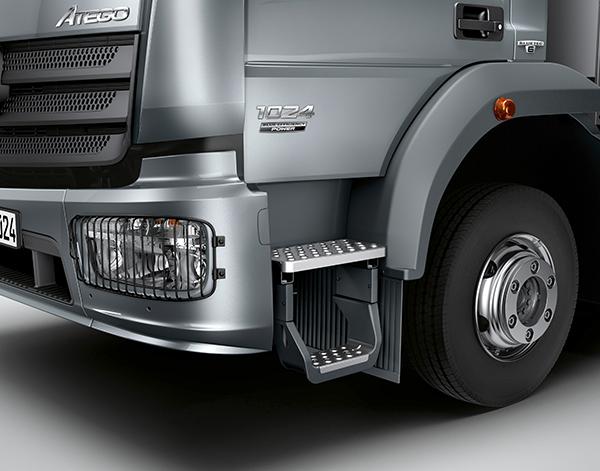 Atego-Bau-Exterieur-Einstieg-Scheinwerfer-Fahrerhaus-Mercedes-Benz-Truck