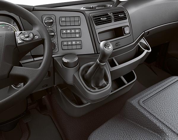 Atego-Bau-Interieur-Schaltung-Lenkrad-Mercedes-Benz-Schaltung-Multimedia-Bedienelemente