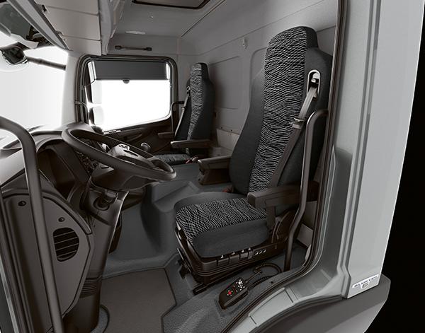 Atego-Bau-Interieur-Sitze-Lenkrad-Fahrerhaus-Mercedes-Benz