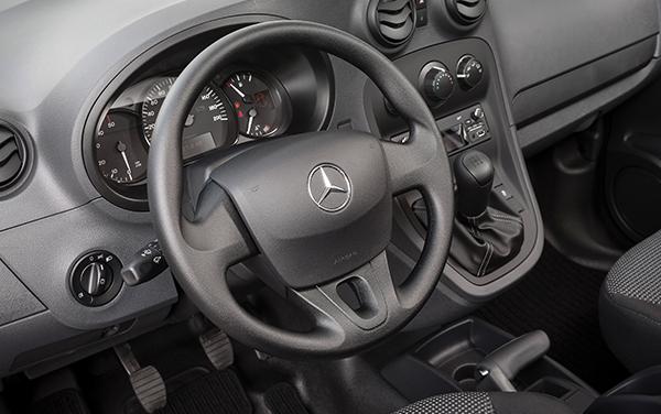 Citan-Mixto-Interieur-Cockpit-Lenkrad-Bedienelemente-Mercedes-Benz
