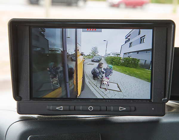 Econic-Interieur-Kamera-Assistent-Mercedes-Benz-Tote-Winkel-Truck-Spezial