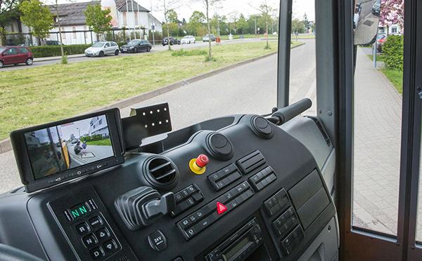 Econic-Exterieur-Frontansicht-Bedienelemente-Mercedes-Benz