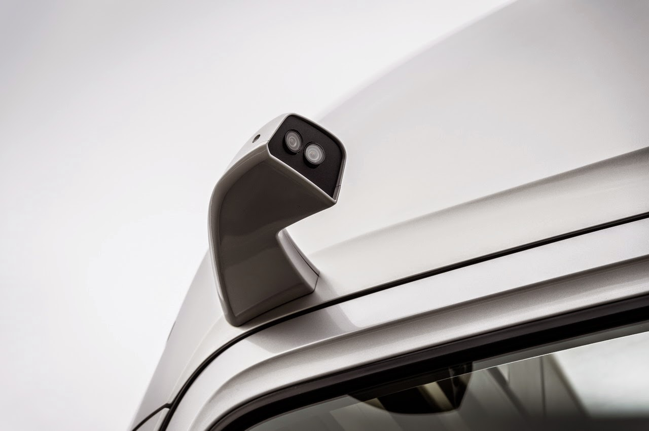 Mercedes-Benz-Mirror-Cam-Kamera-Seitenspiegel-Display-digital
