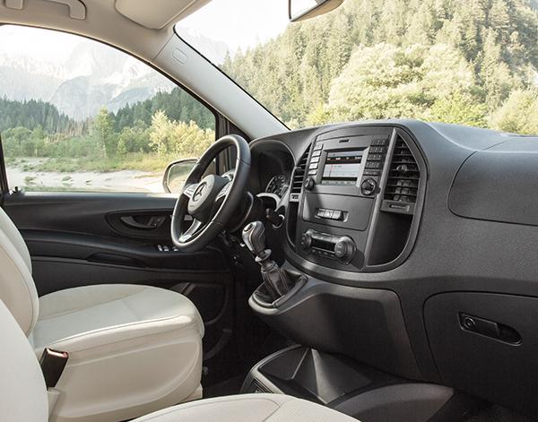 Marco-Polo-Activity-Interieur-Cockpit-Mercedes-Benz-Bedienelemente-Lenkrad-Multimedia