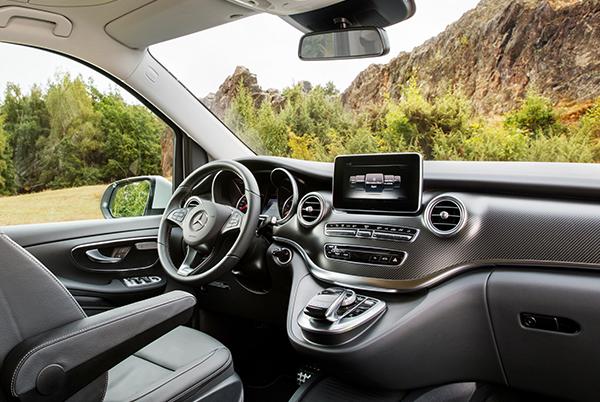 Marco-Polo-Horizon-Interieur-Cockpit-Lenkrad-Mercedes-Benz-Bedienelemente-Display-Multimedia