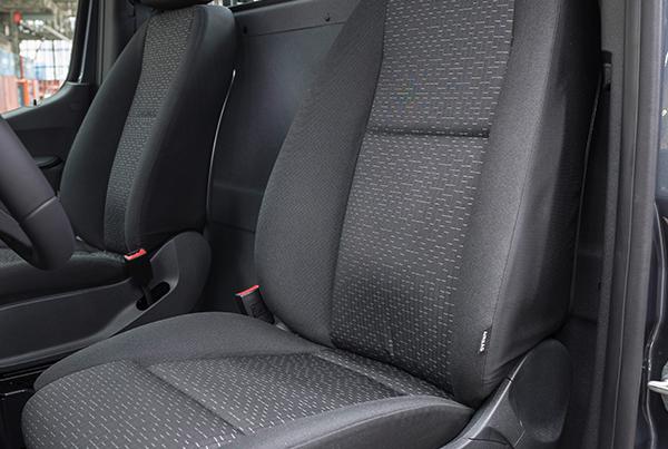 Sprinter-Kastenwagen-Interieur-Sitzbank-Mercedes-Benz-Fahrersitz