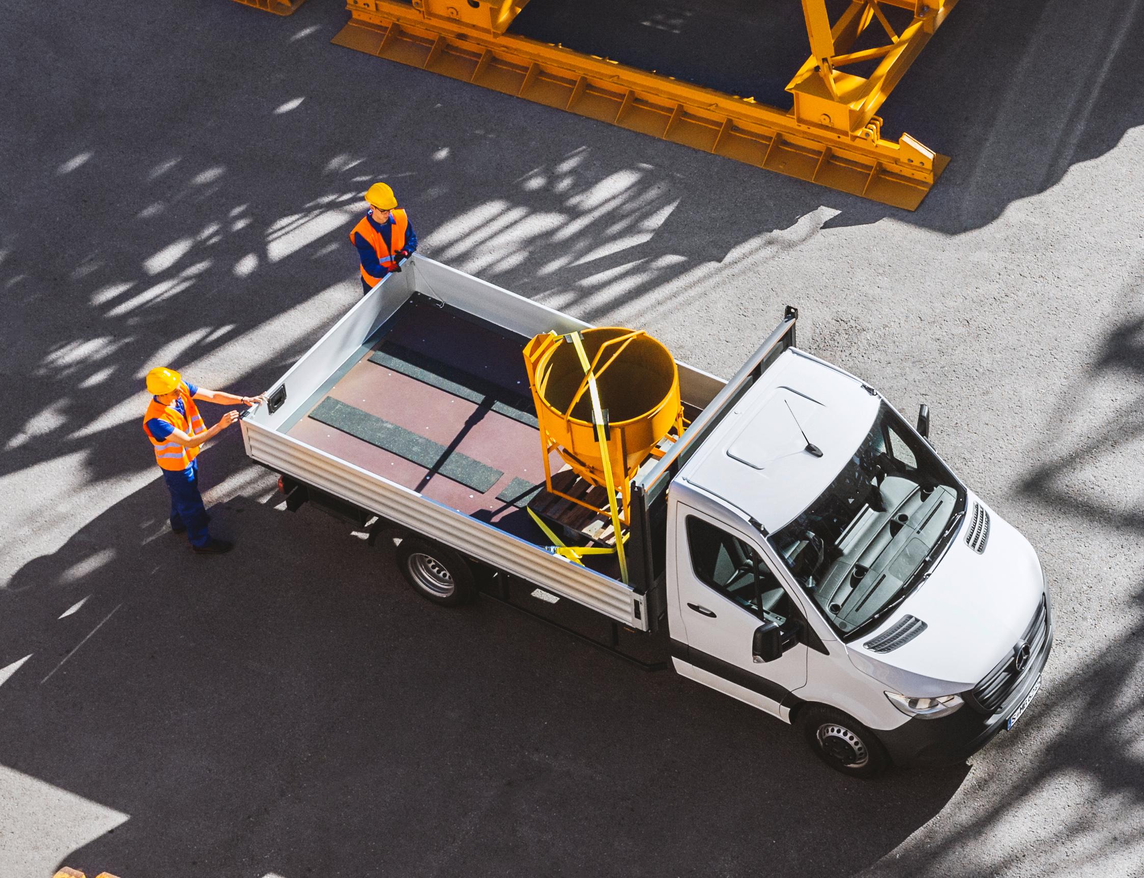 Mercedes-Benz-Sprinter-Pritsche-Pritschenfahrzeug-Nutzfahrzeug-Extern-Transporter-beladen-Ladefläche