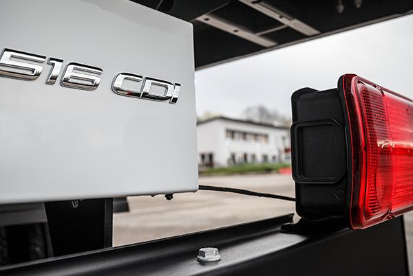 Sprinter-Pritschenfahrzeug-Exterieur-Marke-Emblem-Mercedes-Benz