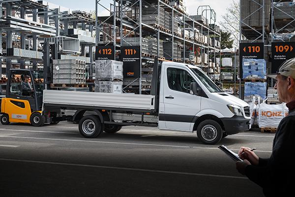 Sprinter-Pritschenfahrzeug-Exterieur-beladen-Ladefläche-Mercedes-Benz
