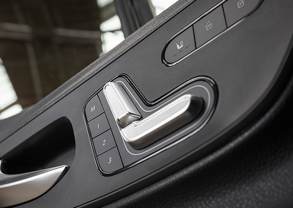 Sprinter-Pritschenfahrzeug-Interieur-Armatur-Memory-Sitze-Sitzheizung-Mercedes-Benz