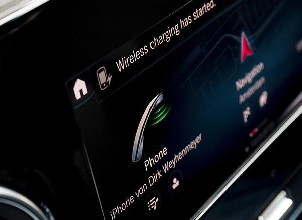 Sprinter-Tourer-Interieur-Multimedia-Mercedes-Benz-Touchscreen