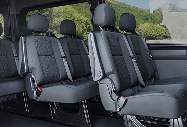 Sprinter-Tourer-Interieur-Sitzbaenke-Fahrgastraum-Mercedes-Benz