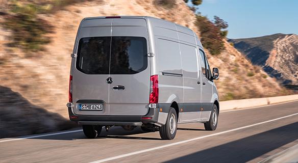 Sprinter-Kastenwagen-Exterieur-dynamisch-grau-silber-Heckansicht