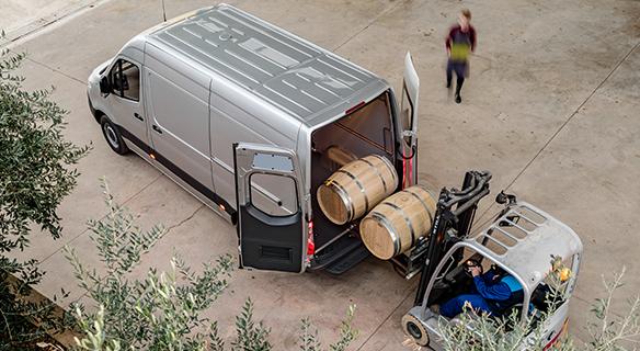 Sprinter-Kastenwagen-Exterieur-Ladefläche-grau-silber-Heckansicht