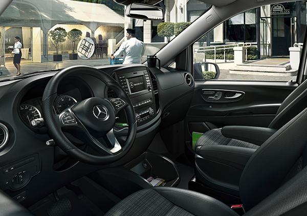 Vito-Kastenwagen-Interieur-Cockpit-Lenkrad-Mercedes-Benz-Bedienelemente-Vordersitze