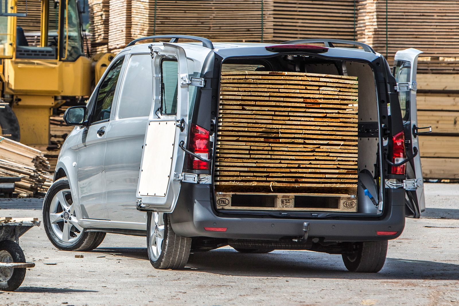 Mercedes-Benz-Vito-Kastenwagen-Extern-Transporter-Ladefläche-beladen
