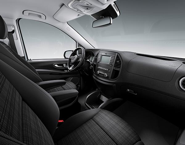 Vito-Tourer-Interieur-Cockpit-Bedienelemente-Lenkrad-Mercedes-Benz