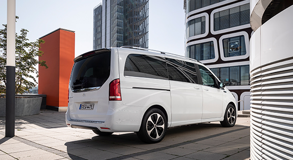 EQV-Exterieuer-Heckansicht-weiß-Elektromobiltät