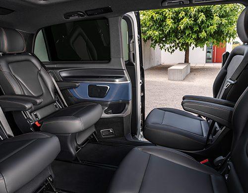 Mercedes-Benz-EQV-Interieur-Fahrgastraum-Schiebetür-Rücksitz