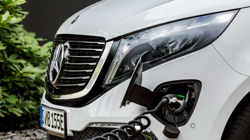 Mercedes-Benz-EQV-EQ-Exterieur-laden-Ladekabel