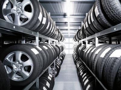 Mercedes-Benz-Service-Räderwechsel-Einlagerung-Räder-einlagern